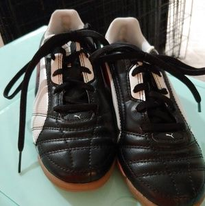 Puma indoor soccer shoes size 1.5
